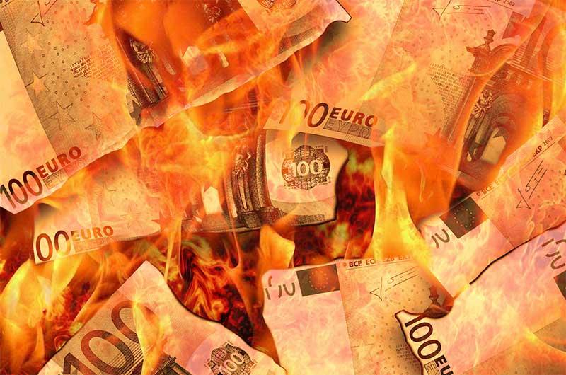 Geldverbrennung durch falsche Versicherungen